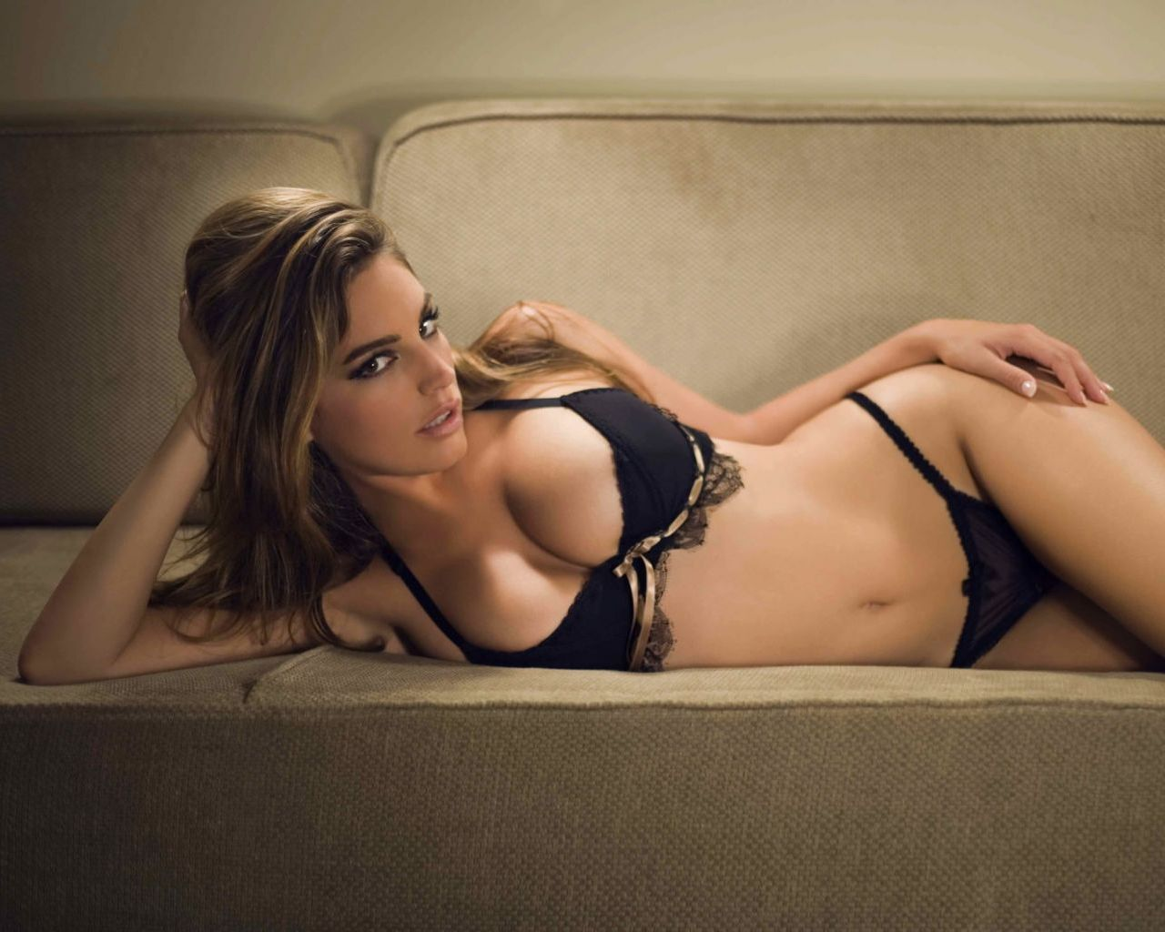 Kelly Brook Black Bra and Panties